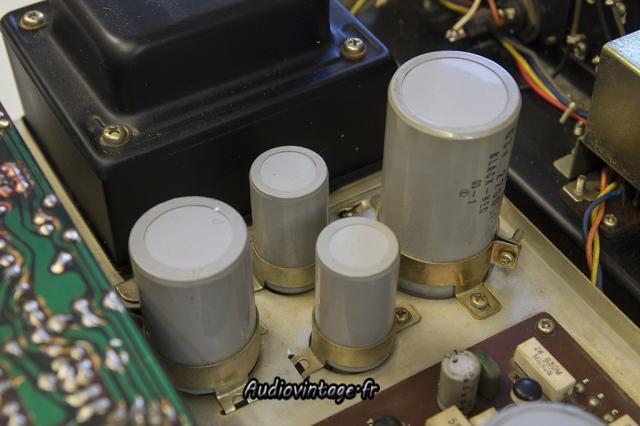 Sansui AU-555A : condensateurs à remplacer.