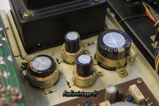 Sansui AU-555A :condensateurs neufs.