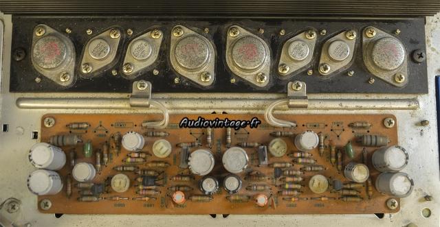 Sansui AU-7500 :  circuit d'amplification à réviser.