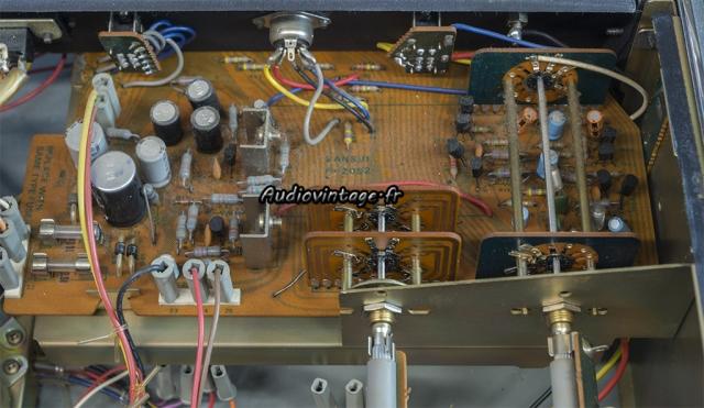 Sansui AU-7700 : alimentation et phono à réviser.
