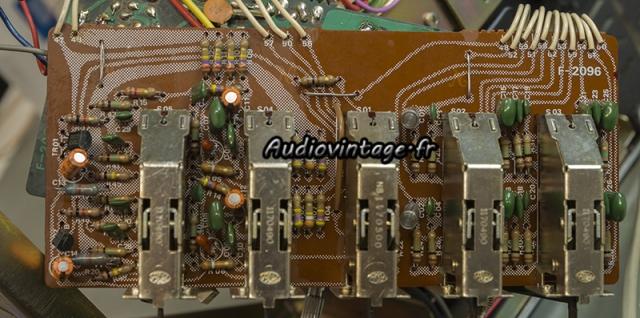 Sansui AU-7700 : circuit filtre à revoir.