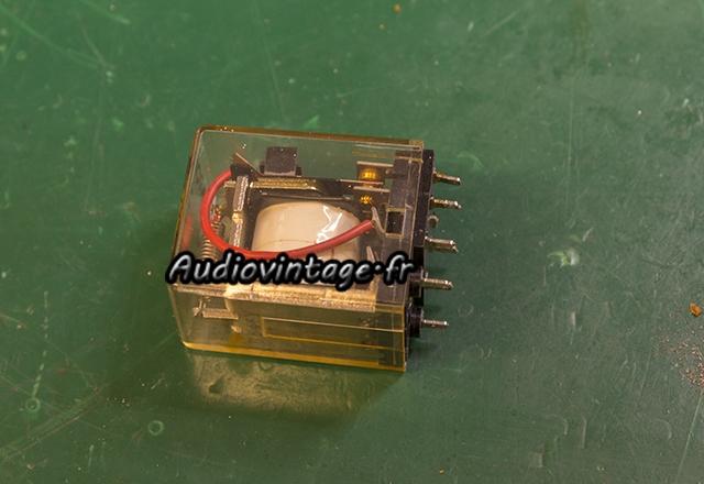 Sansui AU-7900 : relais nettoyé.