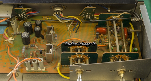 Sansui AU-7900 : circuit alimentation secondaire et phono révisé.