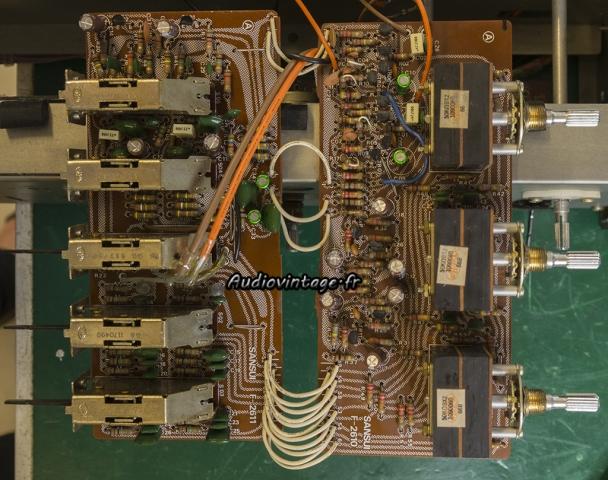 Sansui AU-7900 : circuit filtre et tonalité révisés.