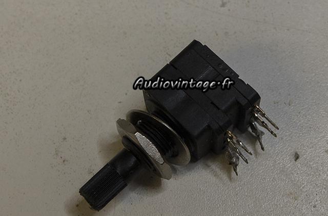 Sansui AU-9500 : potentiomètre à remplacer.