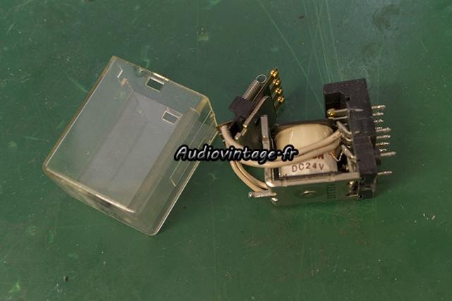 Sansui AU-217 : relais à nettoyer.