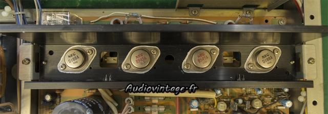 Sansui AU-217 :  transistors de puissances en place.