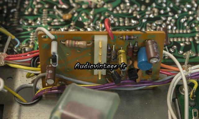 Sansui TU-9900 : circuit réduction de bruit révisé.