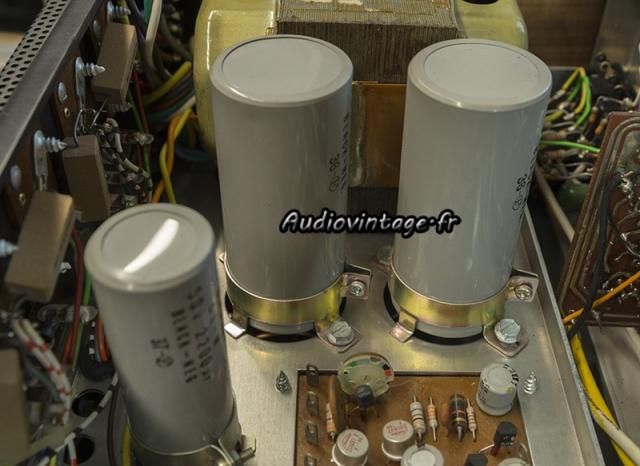 Scott 255 S : condensateurs chimiques à remplacer.