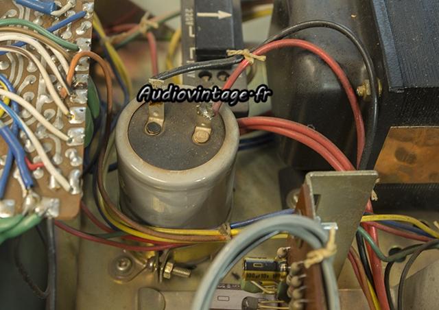 Sony TA-1010 : condensateur de filtrage d'alimentation à remplacer.