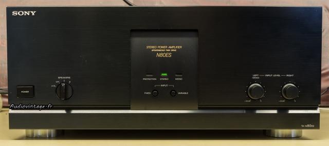 Sony TA-N80ES :  look typique des années 90.