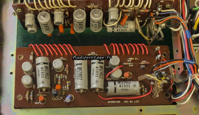 TOSHIBA SB-404 : circuit d'amplification à réviser.