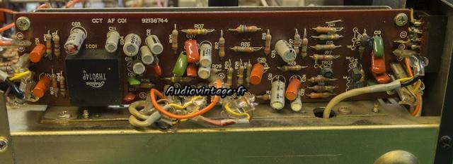 TOSHIBA SB-404 : étage phono à réviser.
