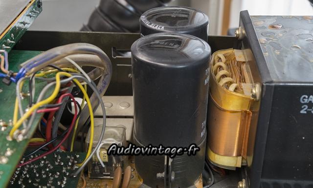 Yamaha CA-2010 : condensateurs de filtrage originaux à tester.