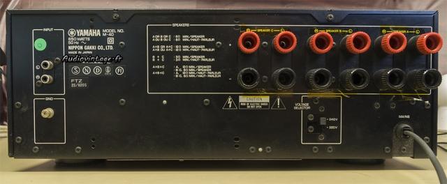 Yamaha M-40 : connectique.